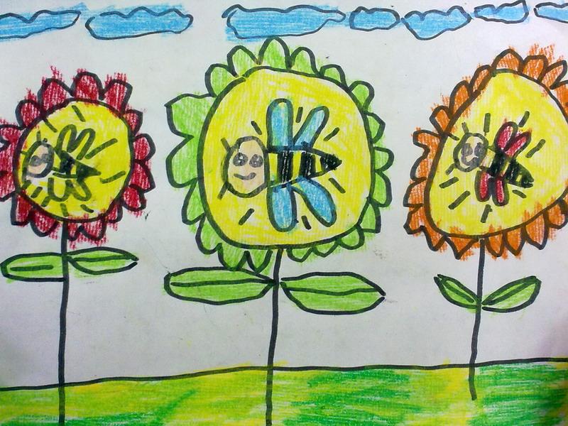 采蜜中的小蜜蜂简笔画 采蜜中的小蜜蜂图片欣赏 采蜜中的小蜜蜂儿童画画作品